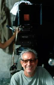 El director Jaime Chavarri junto a cámara