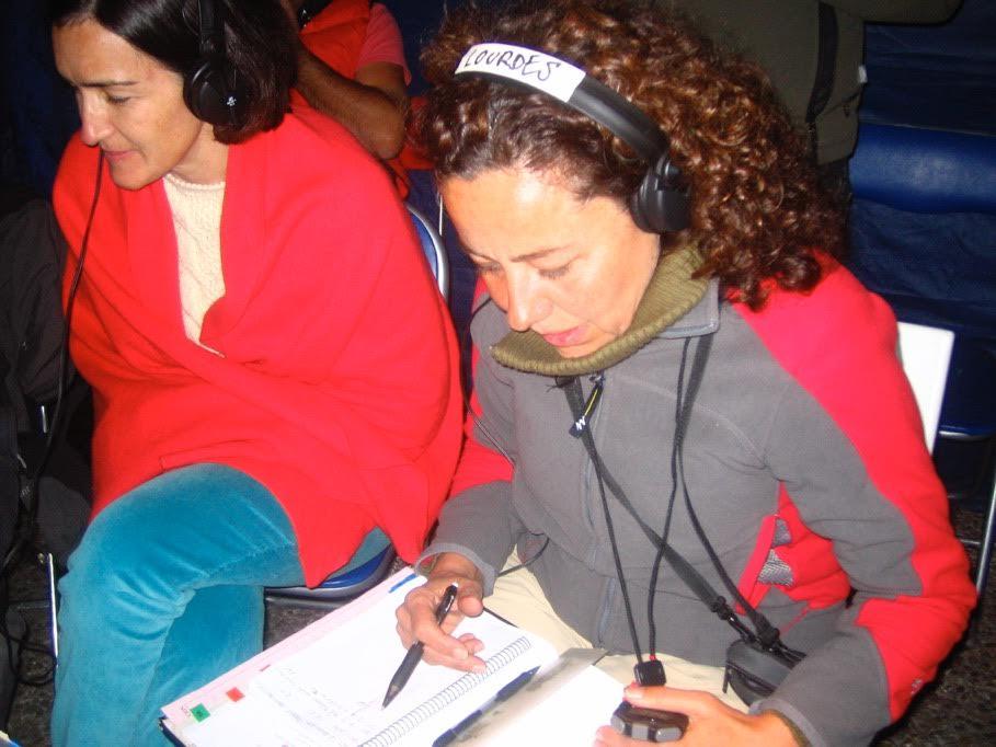 la script Lourdes Navarro en pleno rodaje